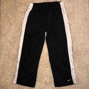 Nike size medium cropped pants